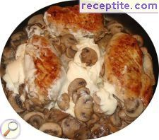 Stewed chicken with mushrooms and shallots