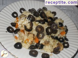 Rice with mushrooms and olives