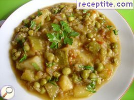 Vegan pea stew with zucchini and potatoes
