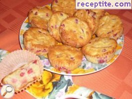 Muffins with pomegranate and apple