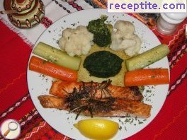 Fried salmon with vegetables