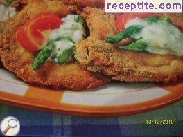 Breaded veal steak with gorgonzola