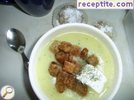 Potato soup with dill and croutons