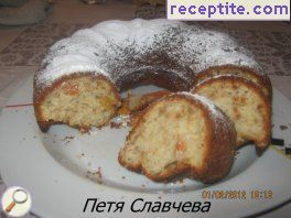 Sponge cake with apples and raisins