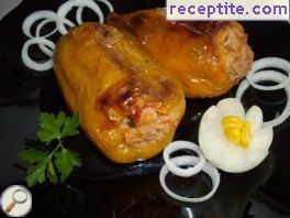 Stuffed peppers with mince and rice