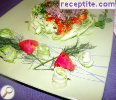 Warm salad with zucchini and tuna