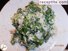 Green salad with smoked fish and blue cheese