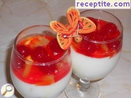 Jellied kremche with pineapple and maraschino cherries