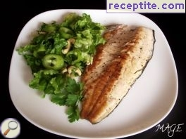 Trout fillet with lettuce and cashew