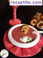 Beetroot soup with onion rings