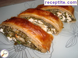 Strudel with spinach and cheese