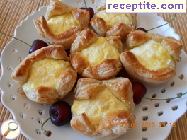 Stuffed baskets of puff pastry