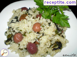 Spinach with rice and olives