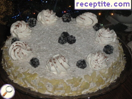 Layered cake with banana cream