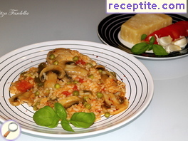 Aromatic rice with chicken and mushrooms