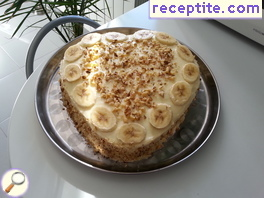 Banana layered cake with walnuts
