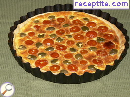 Quiche with cherry tomatoes and olives