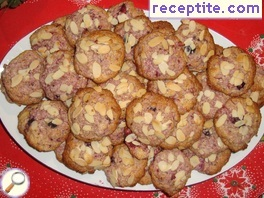 Biscuits with berries and coconut