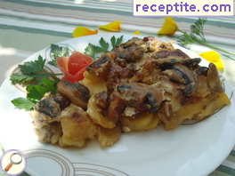 Chicken fillet with potatoes and mushrooms