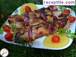 Salmon skewers with pineapple