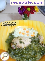 Aromatic chicken with spinach and red lentils