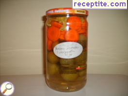 Pickled green tomatoes with carrots