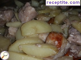 Chicken with potatoes, cream and wine