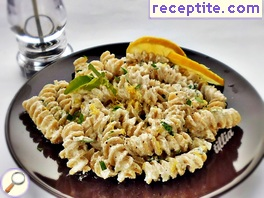 Pasta with lemon ricotta (cottage cheese) and basil