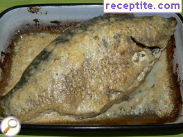 Carp baked in cream sauce