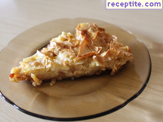Milk banitsa with noodles and caramel