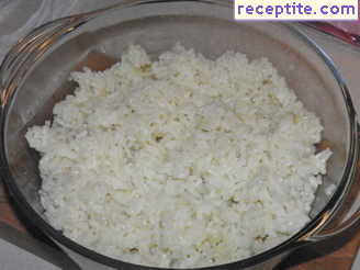 Steamed rice in a microwave oven