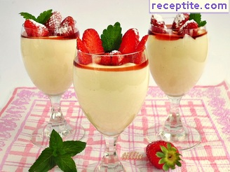 Cream of cottage cheese with berries