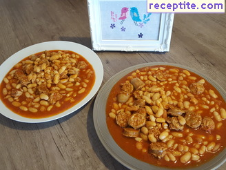 Beans with Macedonian sausage