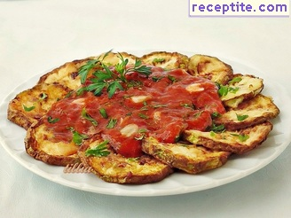 Fried zucchini with tomato sauce