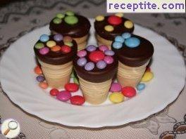 Sponge cake in wafer cups