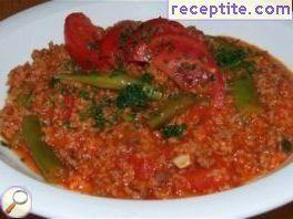 Bulgur with green beans and minced meat