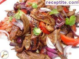 Spicy beef sauteed with red onion