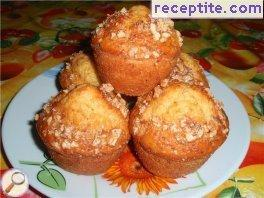 Muffins with stewed apricots