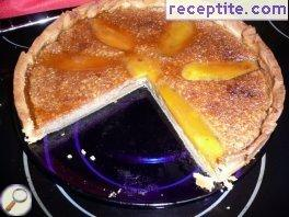 Tart with mango, almond cream and caramel topping