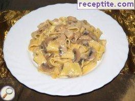 Pappardelle with chicken and mushrooms in the oven