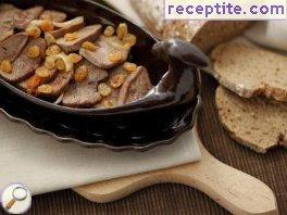 Stewed tongue with caramelized onions