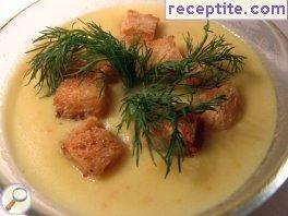 Vegetable soup with garlic croutons