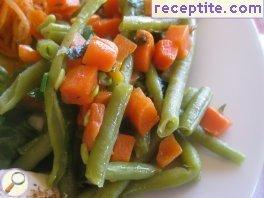 Steamed green beans with carrots