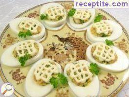 Eggs stuffed with chicken