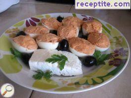 Boiled eggs with tuna and tomato paste