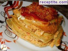 Fried pasta with mashed beans and tomato sauce
