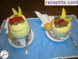 Mango mousse with vanilla cream