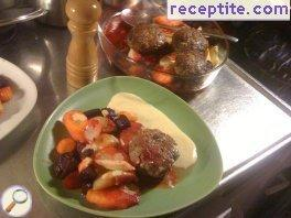 Meatballs with capers, roasted root vegetables and Dijon sauce