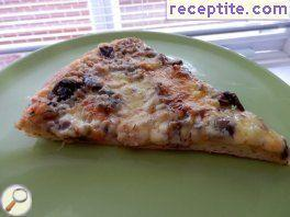 Pizza with cream, ham and mushrooms