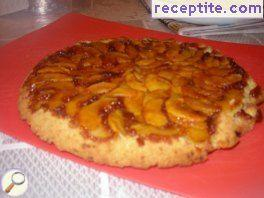 Cake with apples and caramel